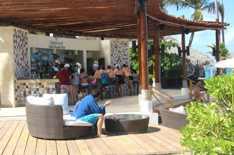 If you're a Diamond Club member, you can order food and drink right on the beach.
