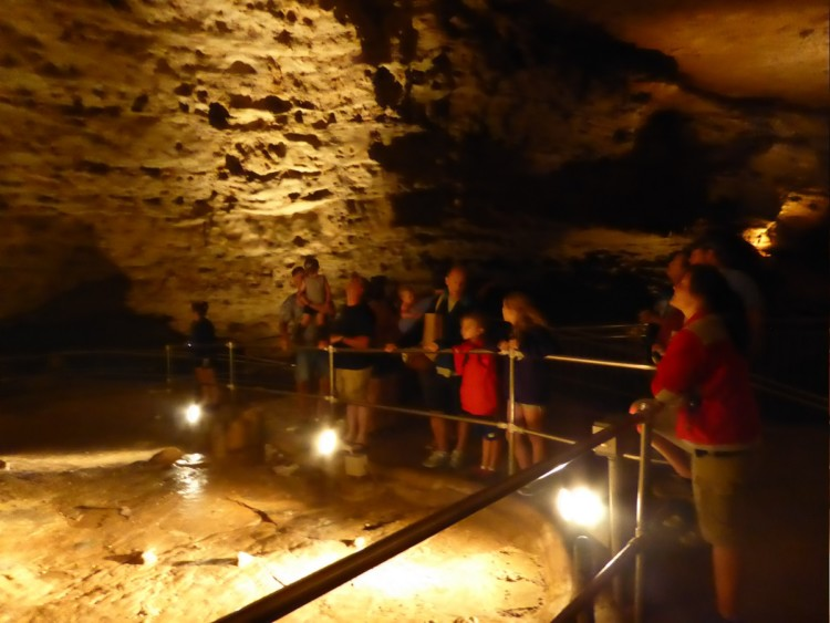 What are the things to do in St. Louis with kids? Families visiting St. Louis can tour Onancada Cave State Park on hot or bad weather days.