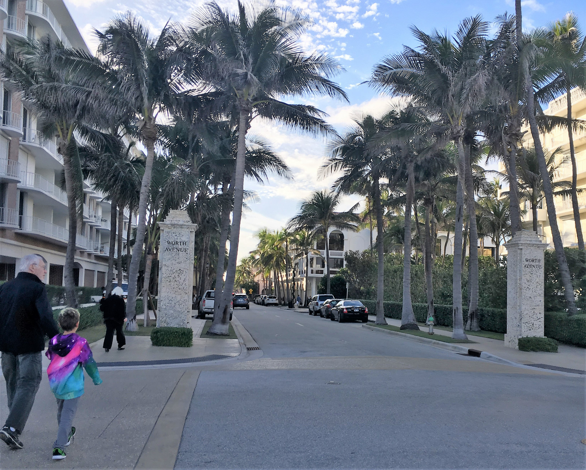 Things to do on a date night Palm Beach Florida - Walking along Worth Avenue