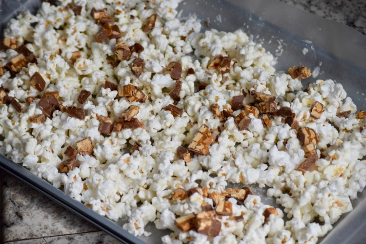 The white chocolate popcorn is a crowd pleasing road trip snack. When packing snacks for a road trip they must be tasty finger foods!