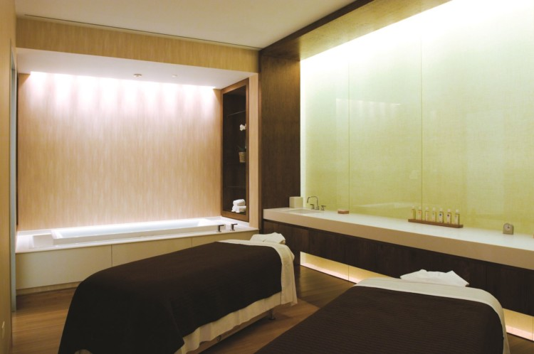 Fairmont's mySpa is one of Chicago's luxury hotel spas. Chicago luxury hotel spa hack: experience a luxury hotel stay on a budget, by booking a treatment.