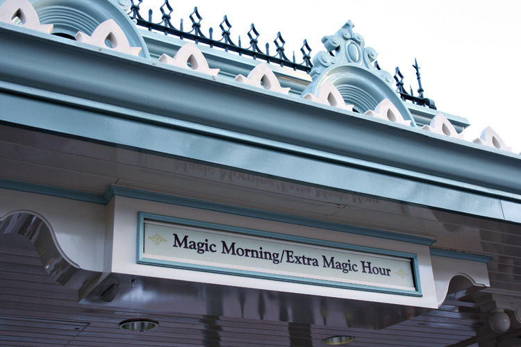 Considering a stay at one of the hotels of the Disneyland Resort? See these top benefits and special Disney amenities that make a vacation at the Disneyland Resort so magical #Disneyland