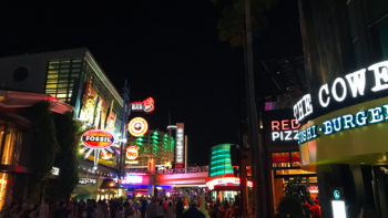 Universal City Walk comes alive at night! Restaurants, entertainment, and more are all waiting for you!