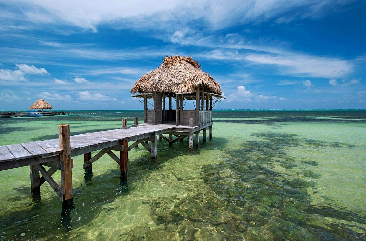 are there good places to stay on a belize vacation in a guide to ambergris caye belize