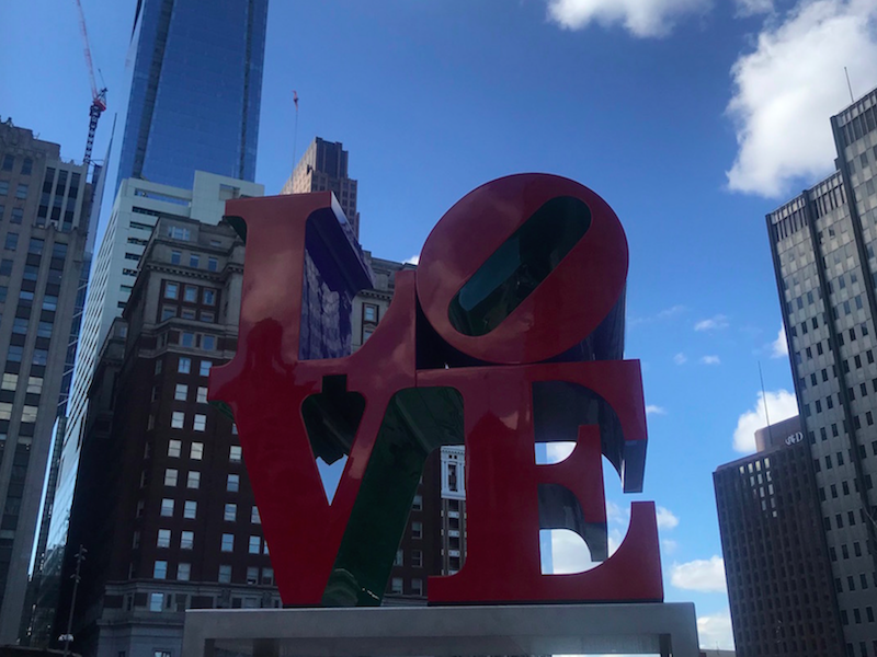 Free fun in Philadelphia - take a photo of the love statue