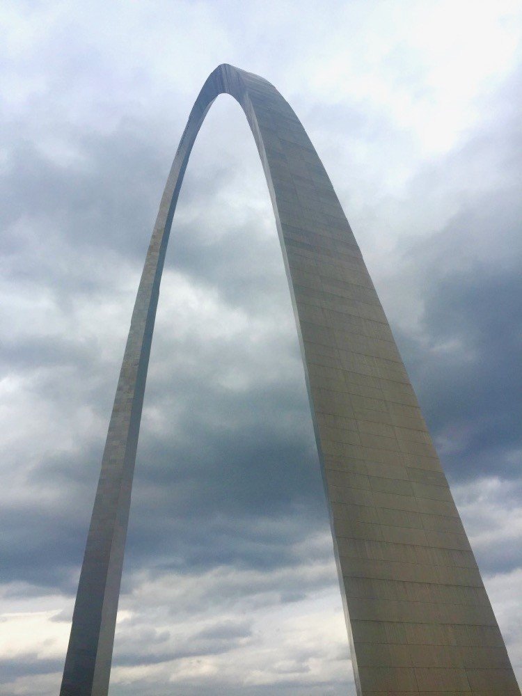 The gateway arch in St. Louis Missouri, a must-see destination along a Midwest road trip route