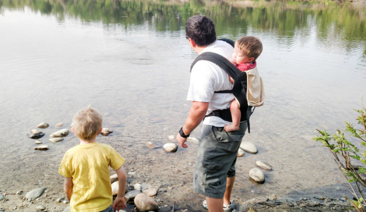 baby carrier for hiking with kids