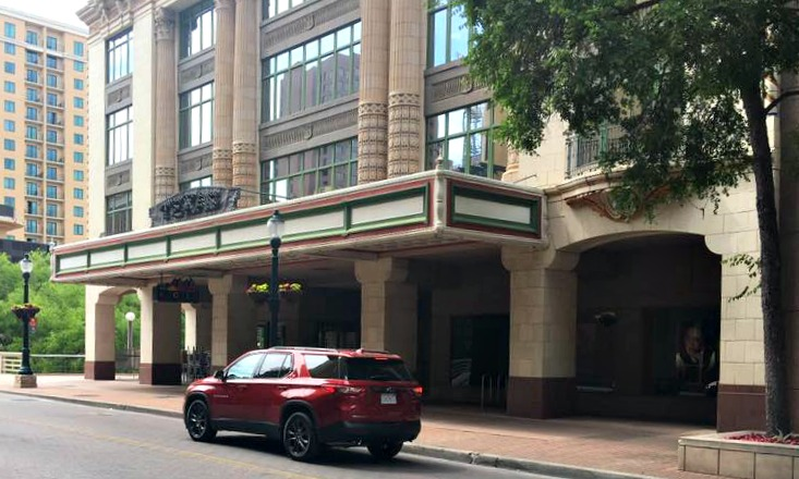 Texas Traveling Mom Jill gives us great staycation tips...check out what she has to say about the Hotel Valencia!