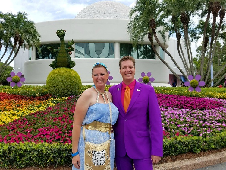 Love that this couple didn't match, but instead Disneybounded as Jasmine and Figment at Epcot.