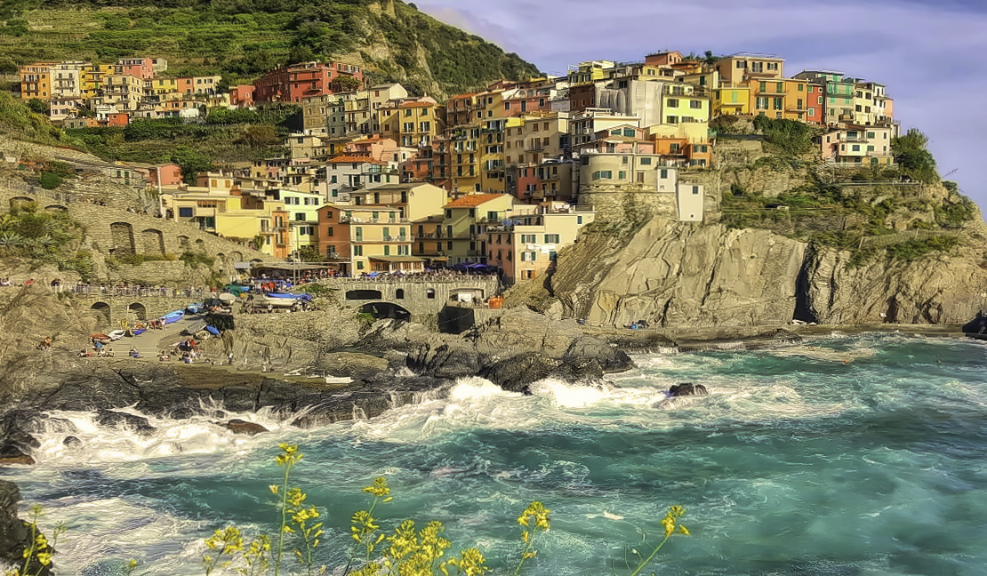 Cinque Terre 3 day itinerary. Gorgeous view of the sea and houses hanging on the cliff in village of Manarola.