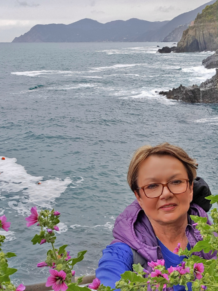 Cinque Terre 3 day itinerary. Spring flowers frame the views.