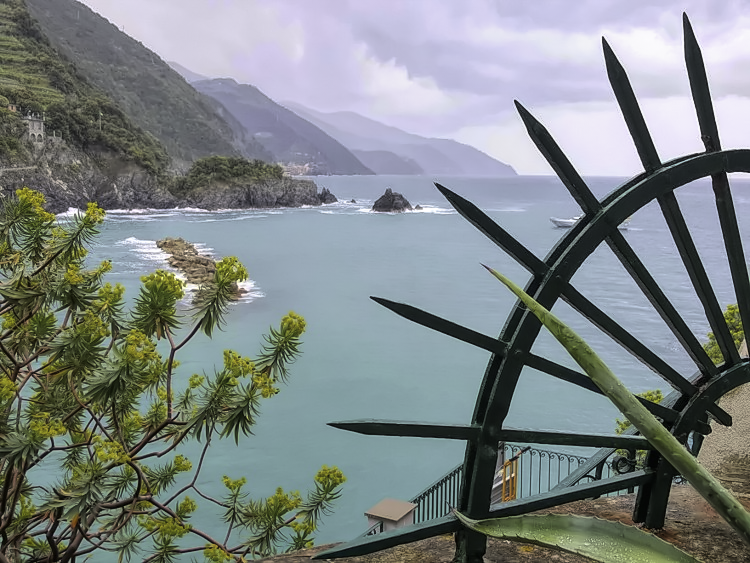 Cinque Terre 3 day itinerary. Cinque Terre's views will leave you in awe!