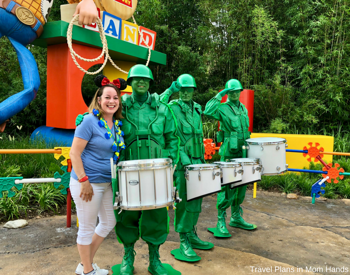 These green army men agree: rise and shine for rope drop to get the jump on the other recruits. One of the best Toy Story Land tips we can think of!