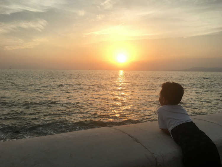 A beautiful beach sunset in Puerto Vallarta, Mexico. When moving abroad as a single mother, there are several things to consider when deciding on a location. I love Mexico!