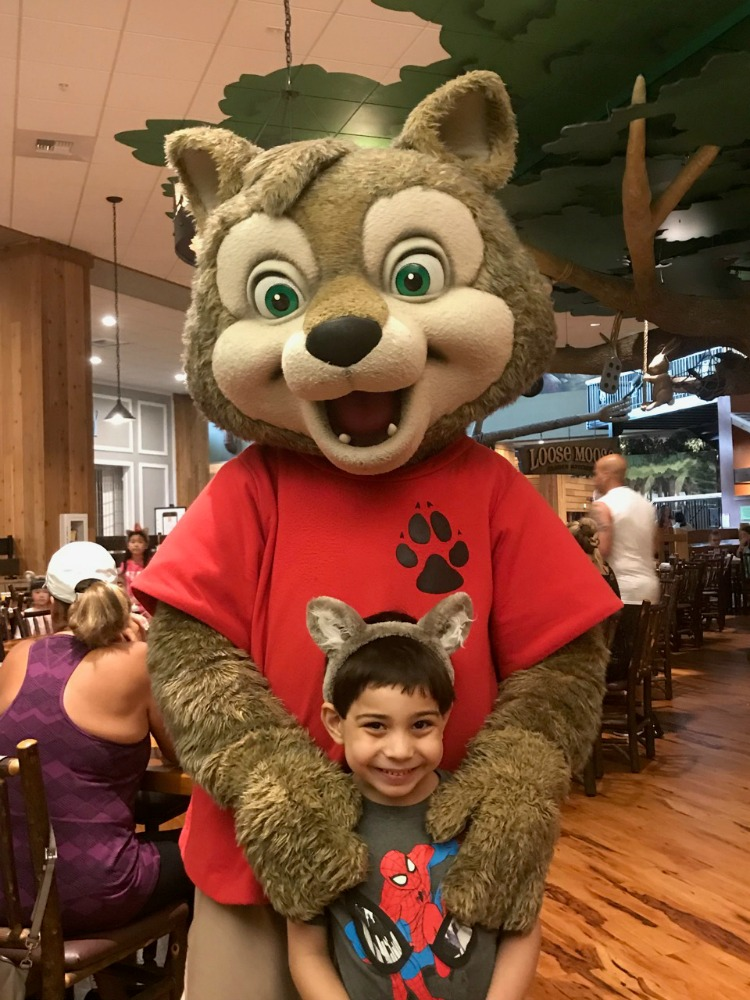 Great Wolf Lodge Anaheim has a character breakfast!