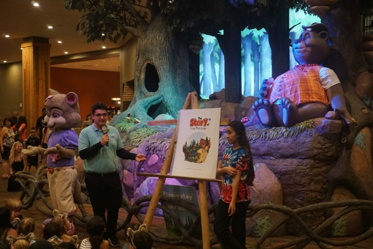 One of the best things to do with preschoolers at Great Wolf Lodge Anaheim is attend Story Time in the main lobby. Photo by Multidimensional TravelingMom, Kristi Mehes.