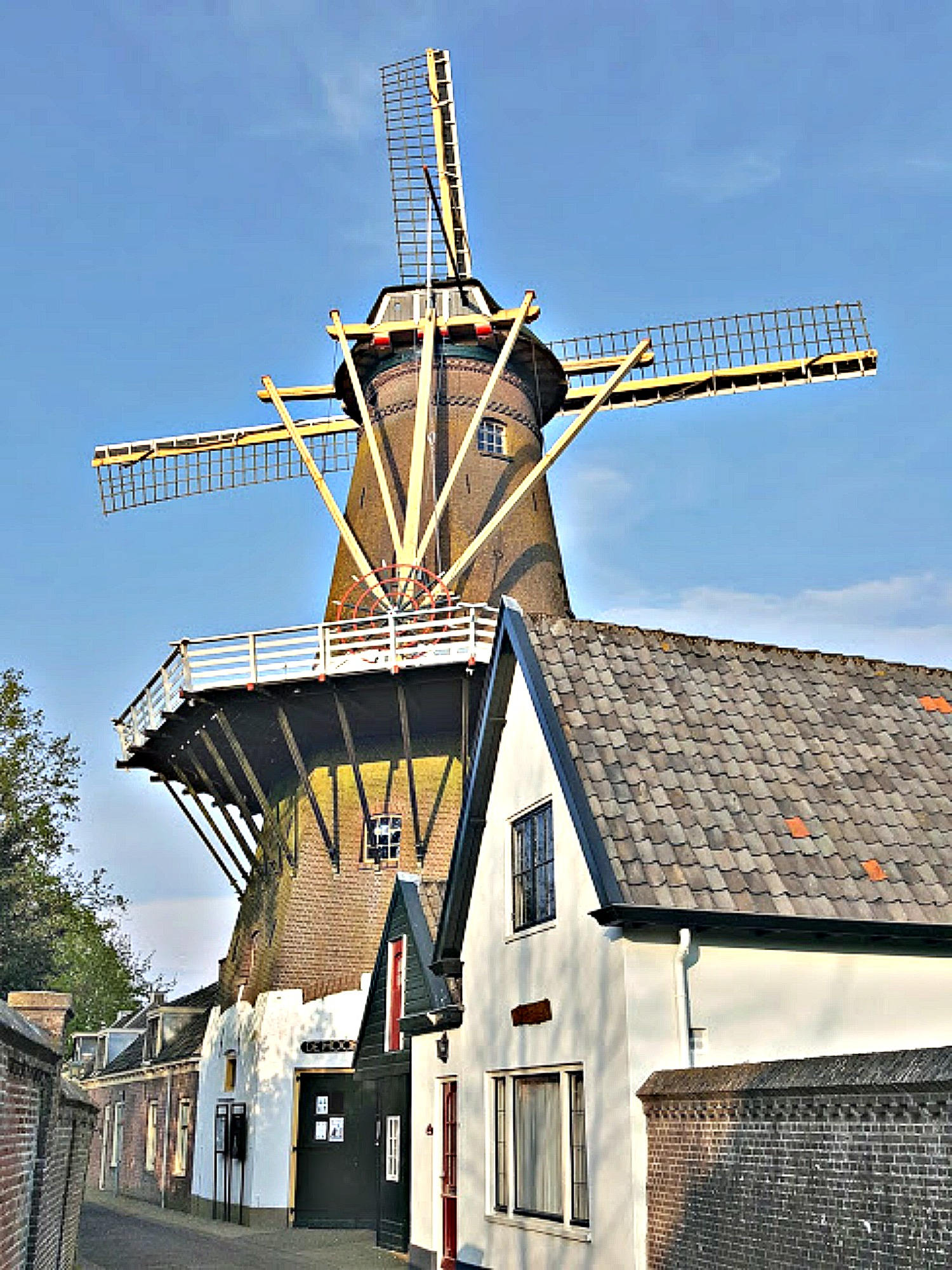 Best day trips from Amsterdam. Loenen aan de Vecht - historic mill.