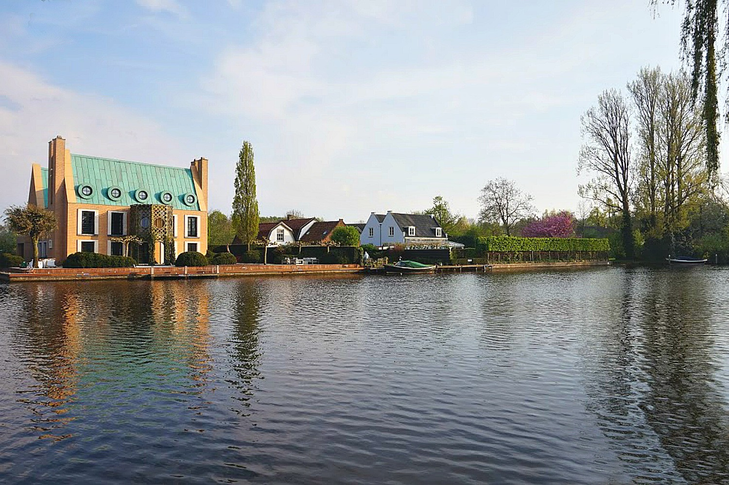 Best day trips from Amsterdam. Beautiful house on the water in Loenen aan de Vecht.