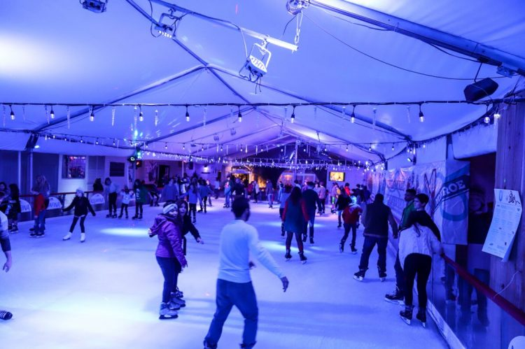 Spend your Atlanta 2018 New Year's Eve ice skating with your family!