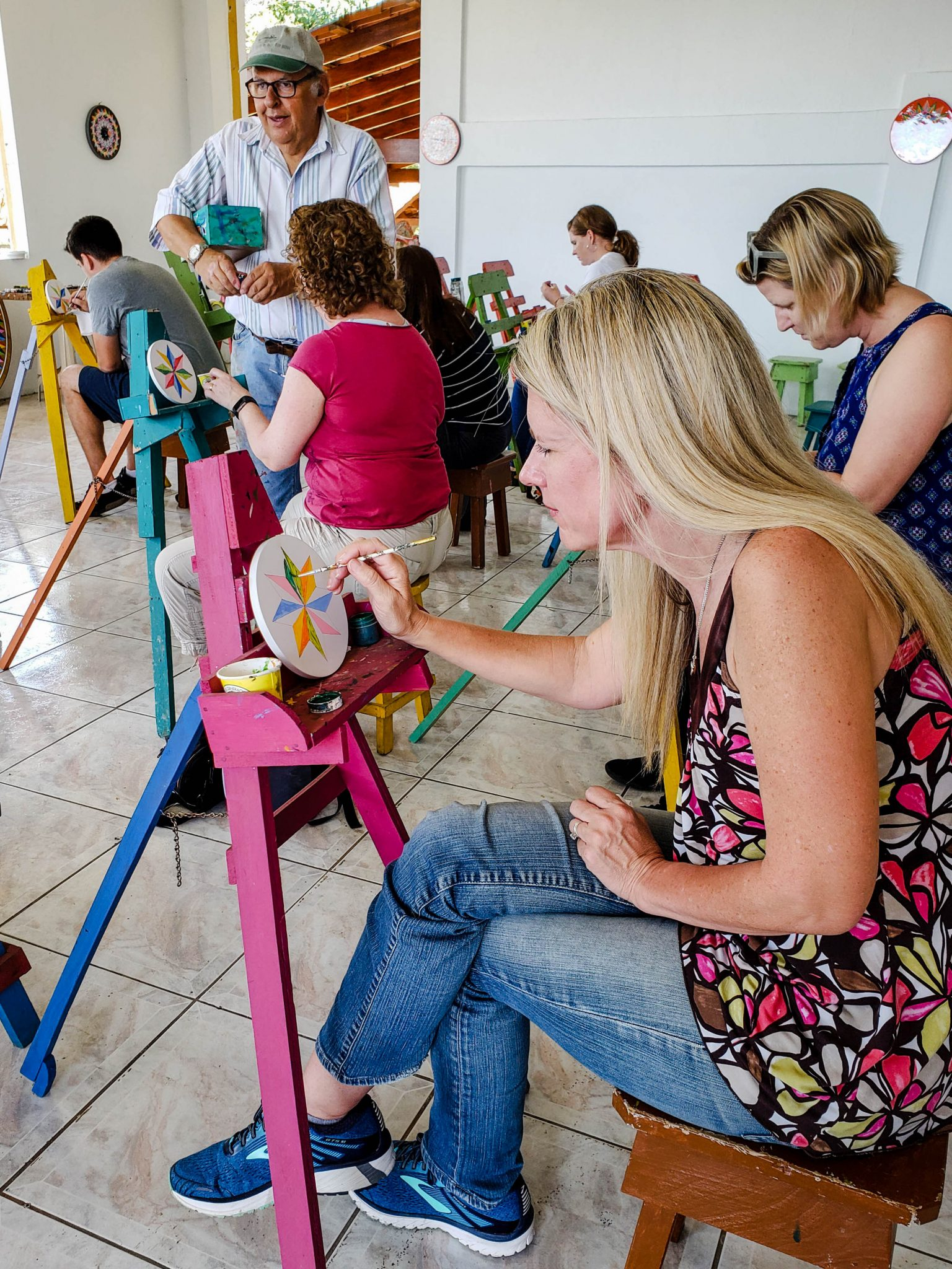 Looking for things to do in Costa Rica with kids? Try a painting class.