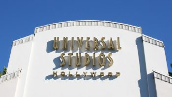 Going to Southern California doesn't have to mean Disney! Find out how Universal Studios Hollywood is a theme park contender especially for teenagers, thrill seekers, adults and of course, Harry Potter fans. Read how Universal Studios Hollywood is better than Disneyland in many ways and how to get discount tickets for this classic Los Angeles amusement park. #UniversalStudios #Hollywood #CaliforniaVacation #TravelwithKids | Family Travel | California Travel | Universal Hollywood