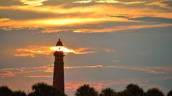 Sunset viewing is one of the free things to do in Daytona Beach