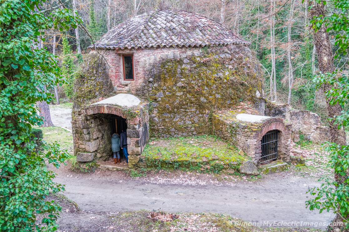 Essential guide to Catalan cuisine and the Calcotada: an ice house in the Canyamars