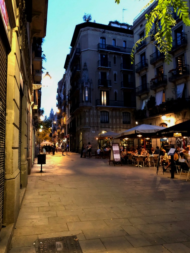Things to do in Barcelona with kids and college kids: night time activities