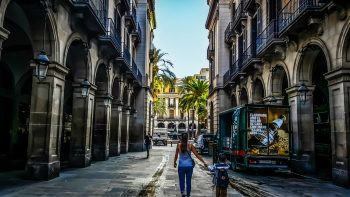 things-to-do-in-barcelona-with-kids-walking the streets