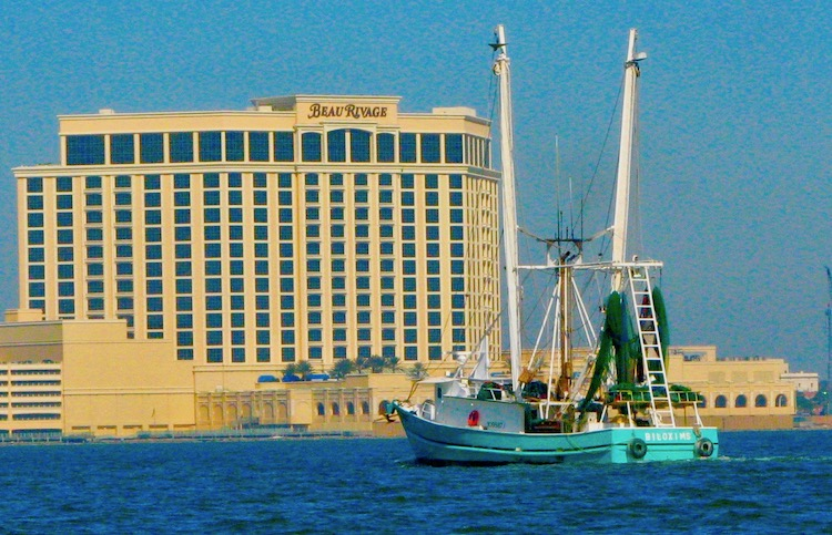 Cool things to do with kids in Biloxi includes boating