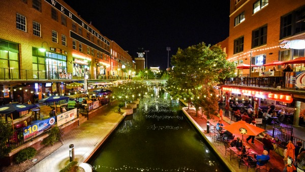 For fun and free things to do in Oklahoma City look no further than Bricktown, a district of refurbished warehouses given new life as trendy shops and restaurants.