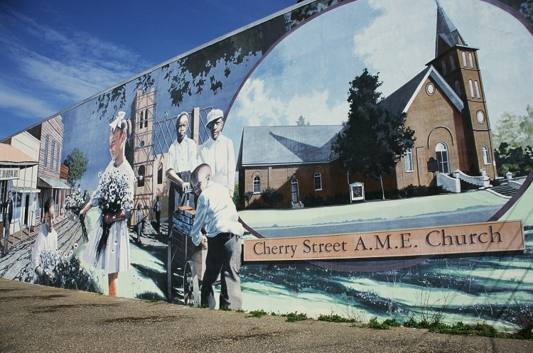 Historic Murals are one of the things to do in Dothan Alabama on TravelingMom.com