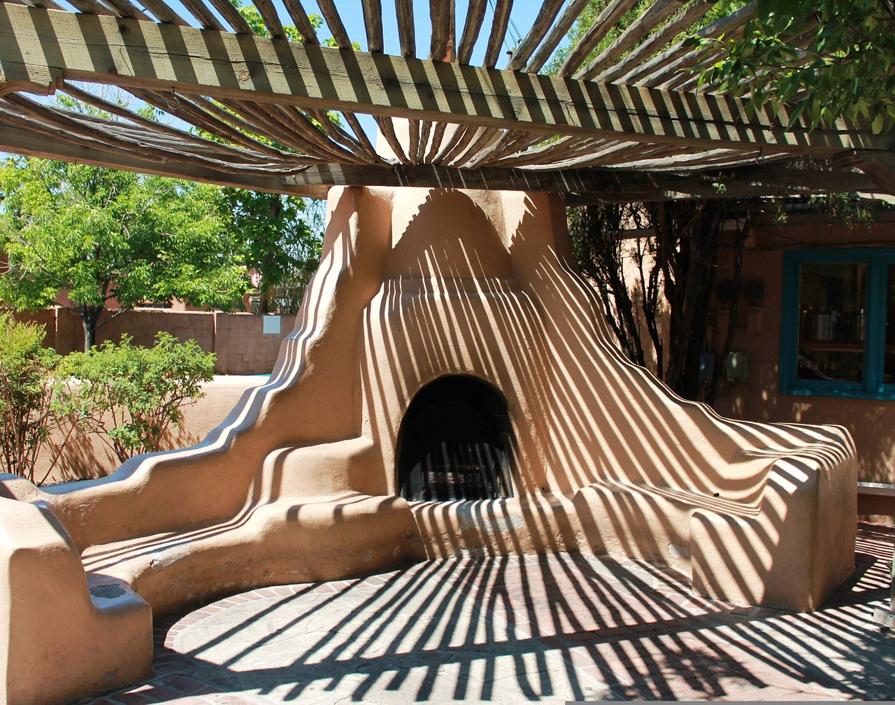There are many free things to do in Albuquerque New Mexico, to include checking out this old pueblo oven near old town