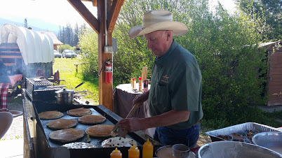 The family will enjoy the old western experience of a chuckwagon breakfast at the Winding River Resort.