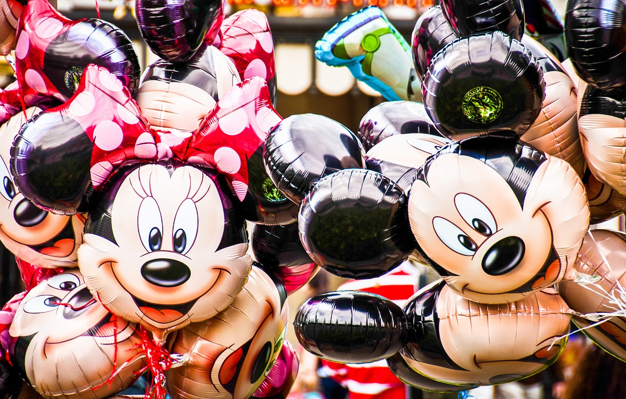Mickey and Minnie Mouse balloons - TravelingMom