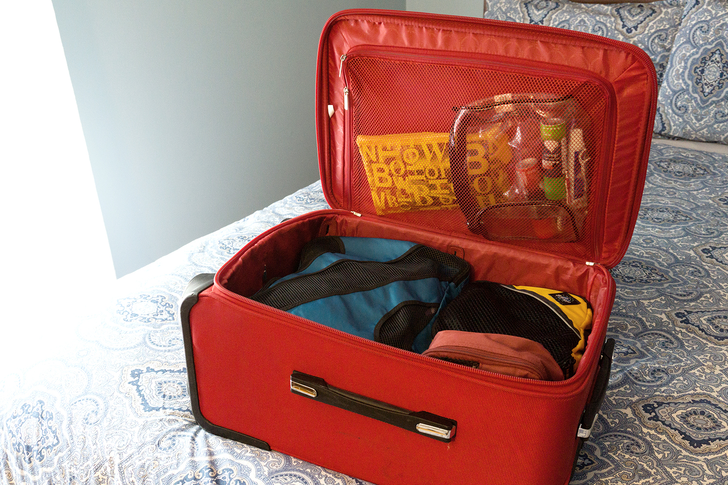 carry-on-bag-with-luggage-organizers