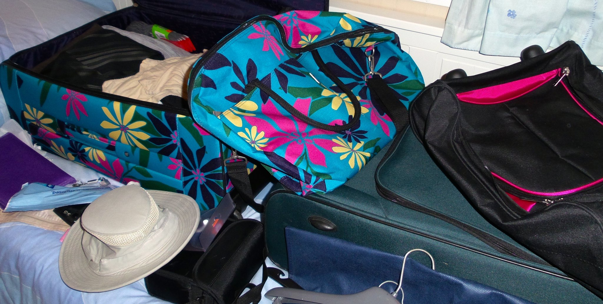 Following a cruise packing list for efficient packing