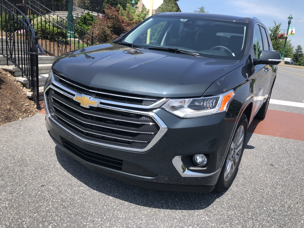 2019-chevrolet-traverse-front-angled