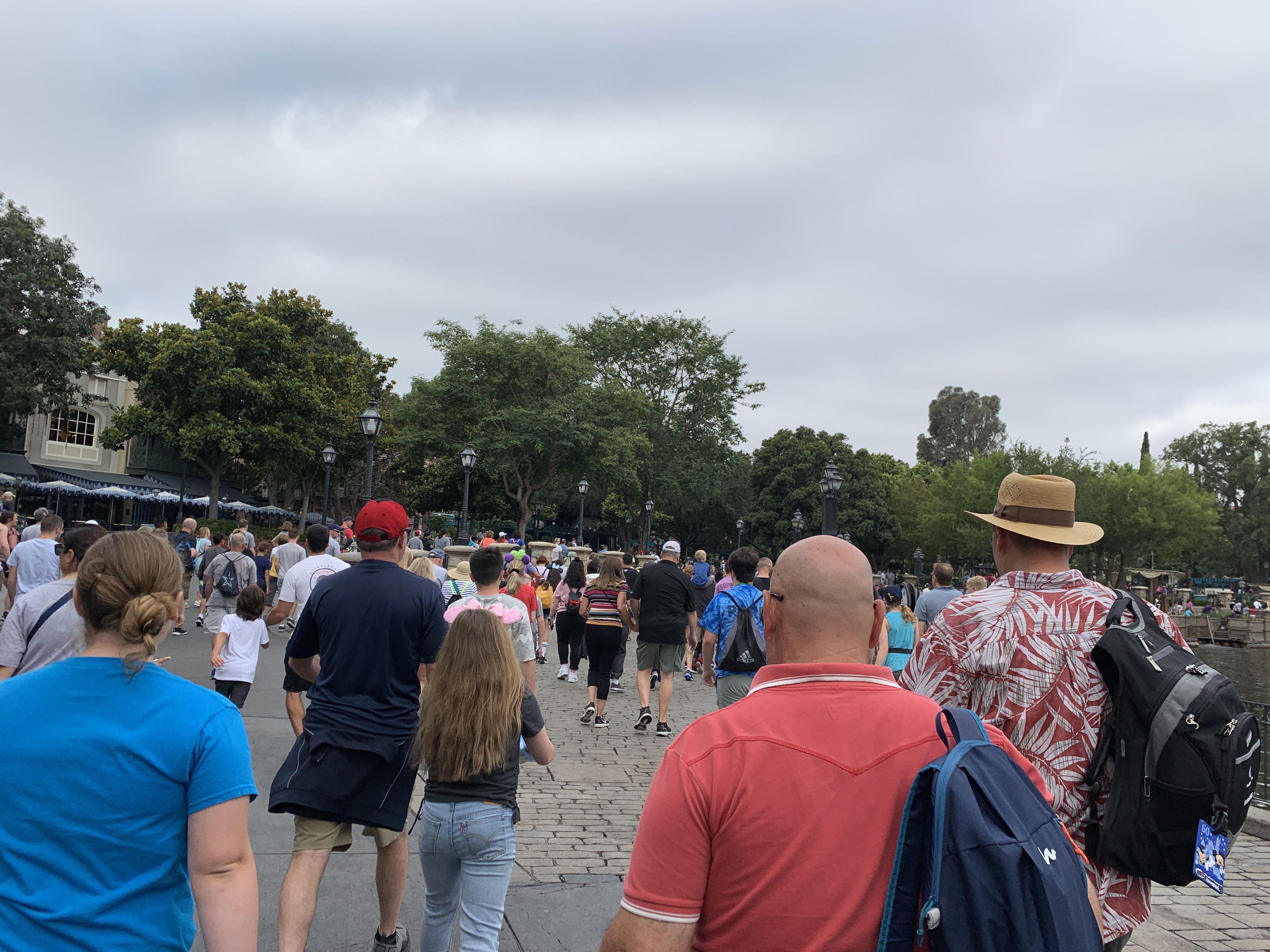A view of the crowd running in to Galaxy's Edge when the rope dropped at Disneyland.