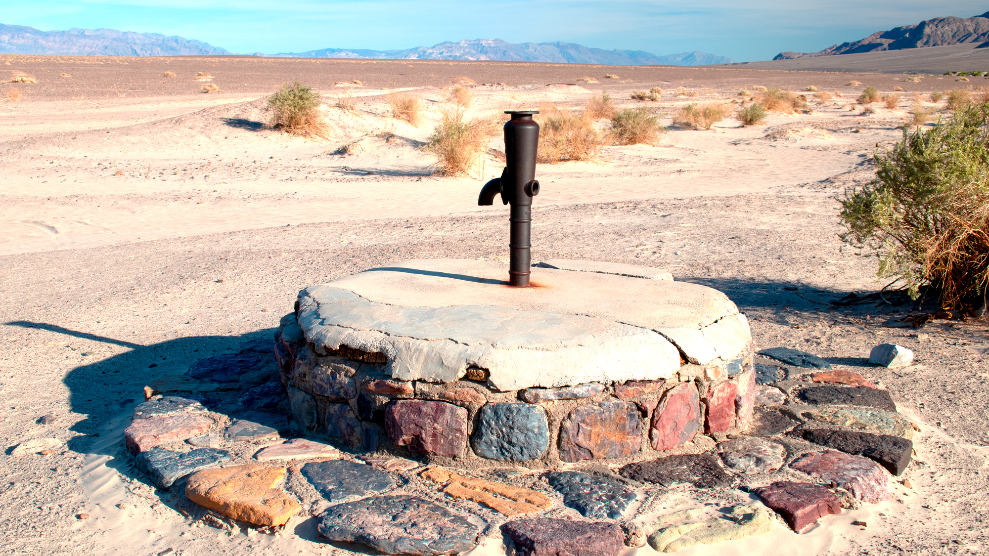 Photo of the stovepipe market for Stovepipe Well in Death Valley National Park