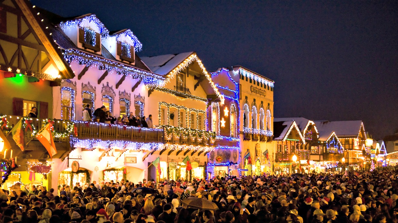 Best Christmas Towns.13 Enchanting Christmas Towns In The Usa Traveling Mom