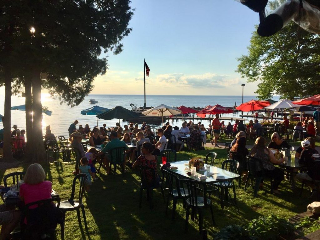 places to eat in door county