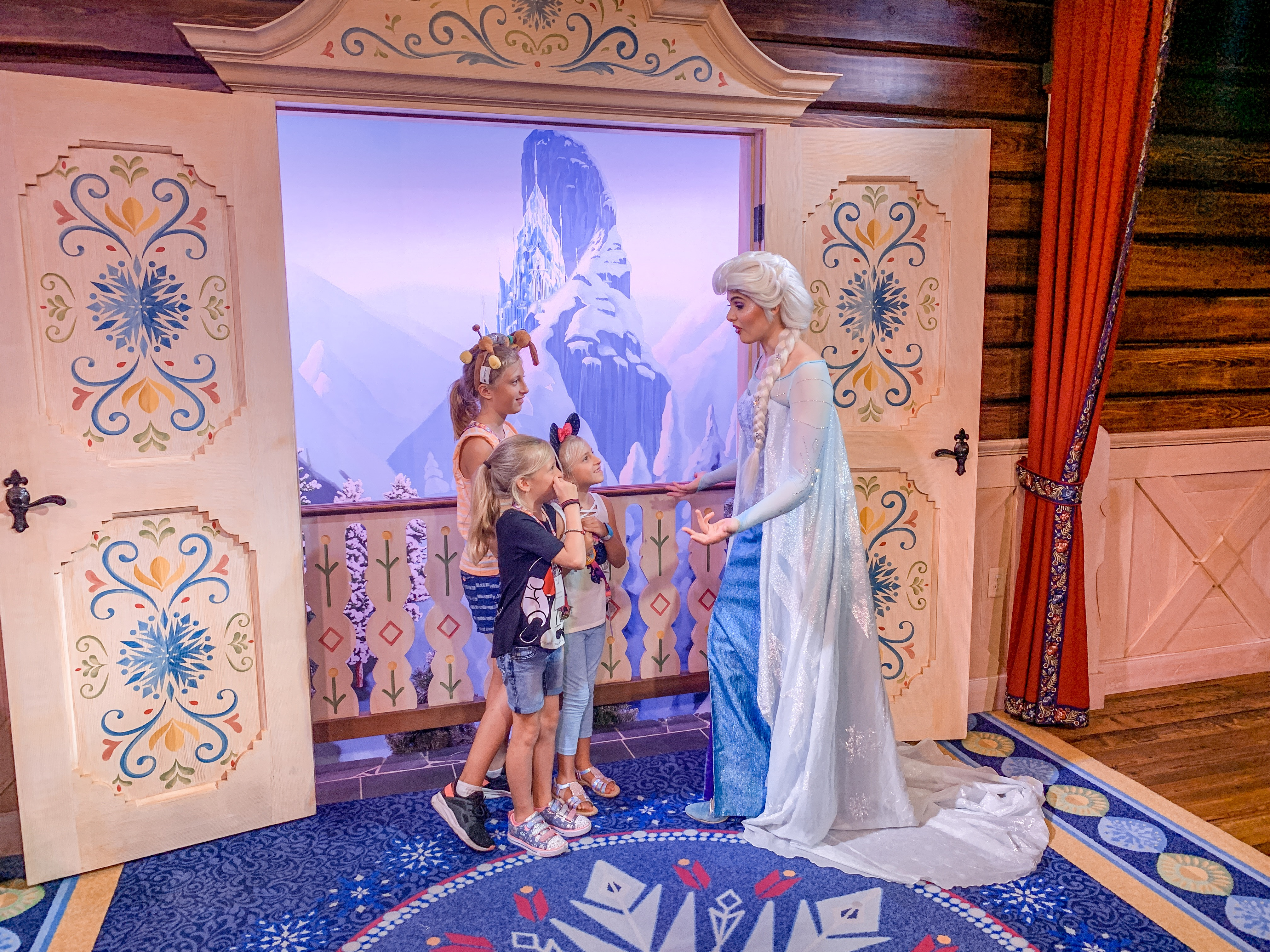 How to save money at Disney - have photographers use your camera.