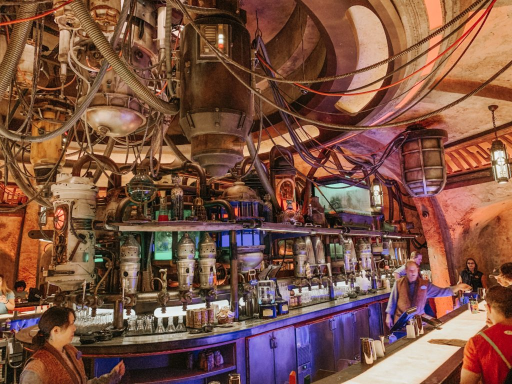 Have a drink at Oga's Cantina Star Wars: Galaxy's Edge