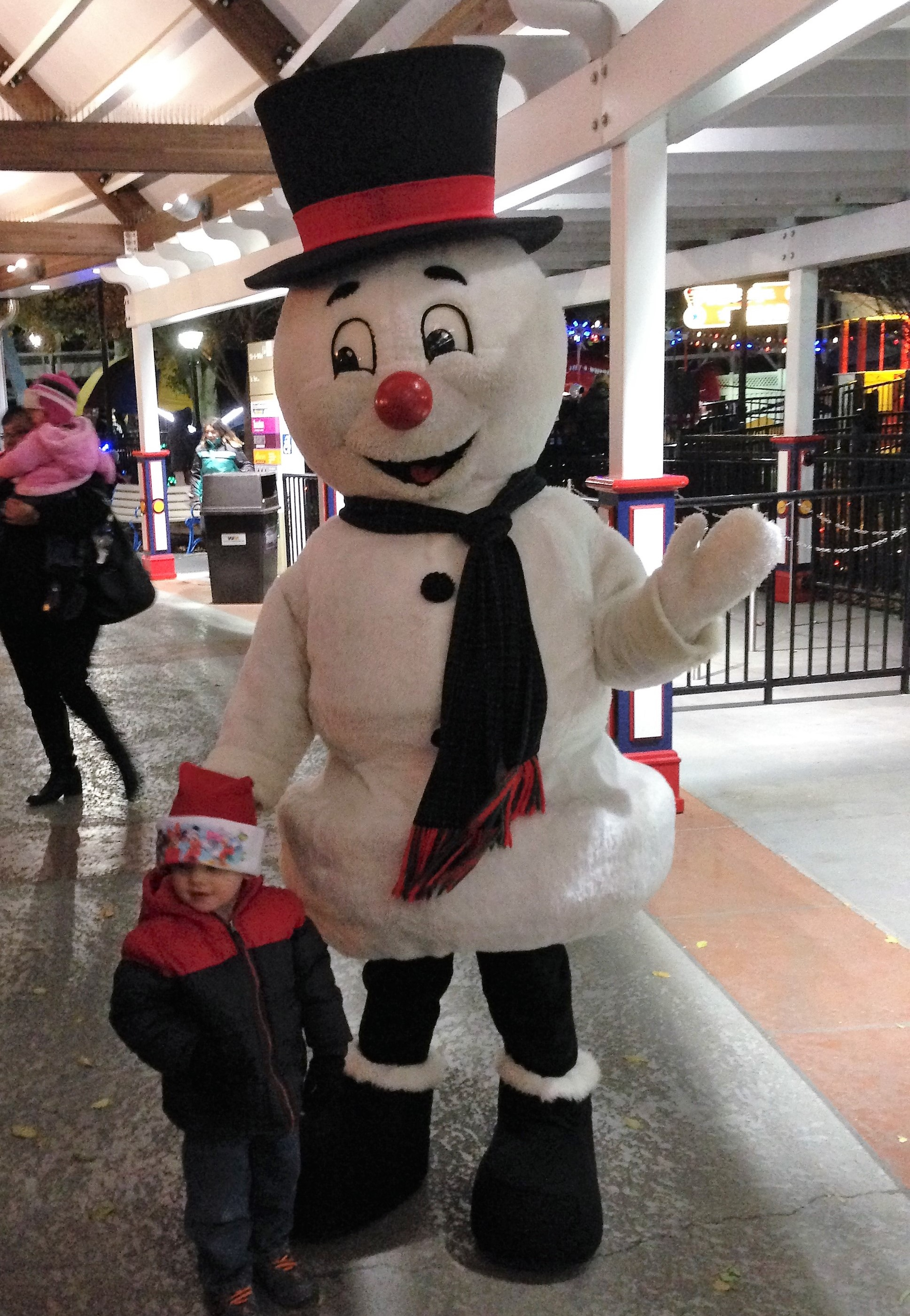 Hersheypark at Christmas - characters