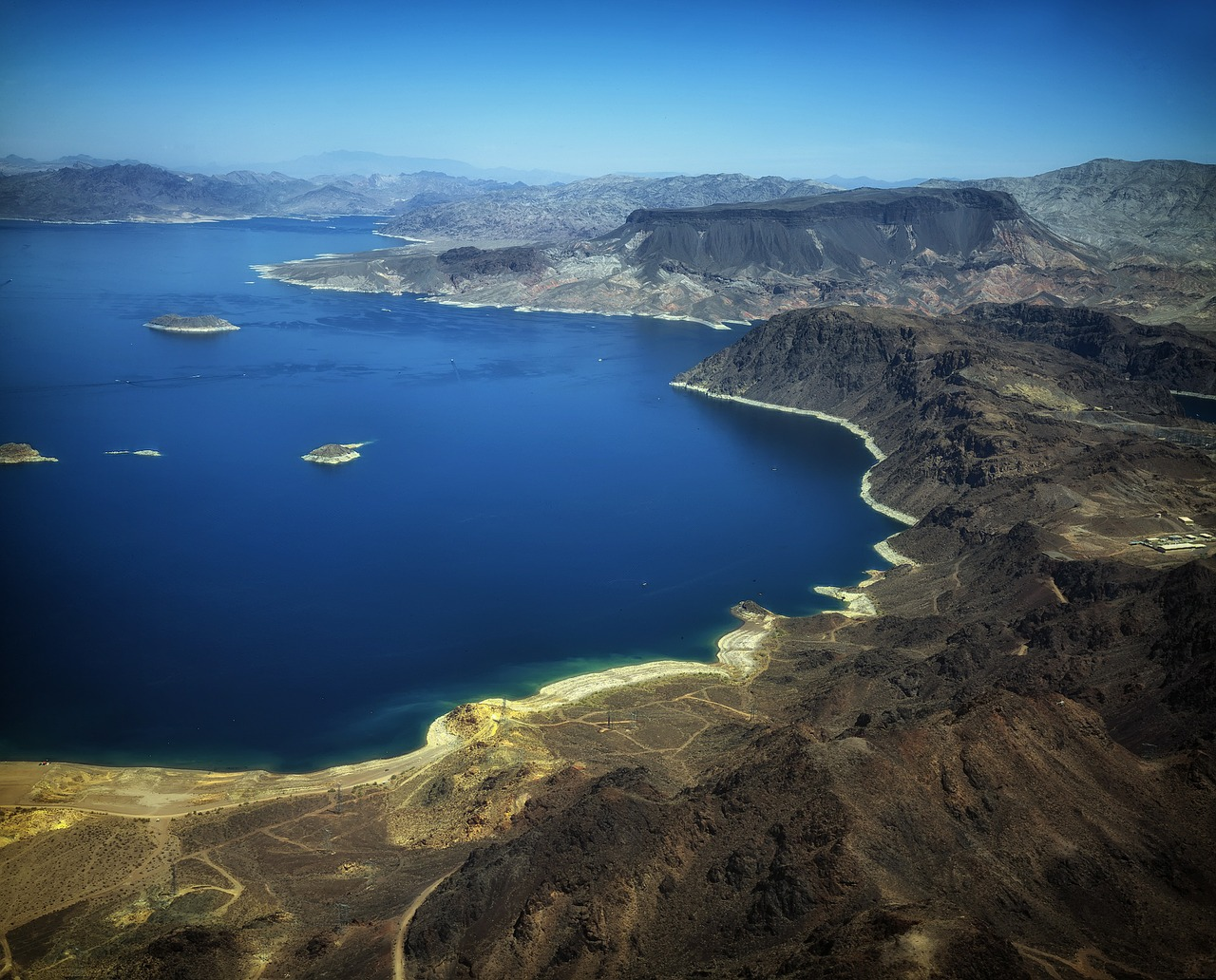 Take to the water in Lake Mead on this day trip from Las Vegas.