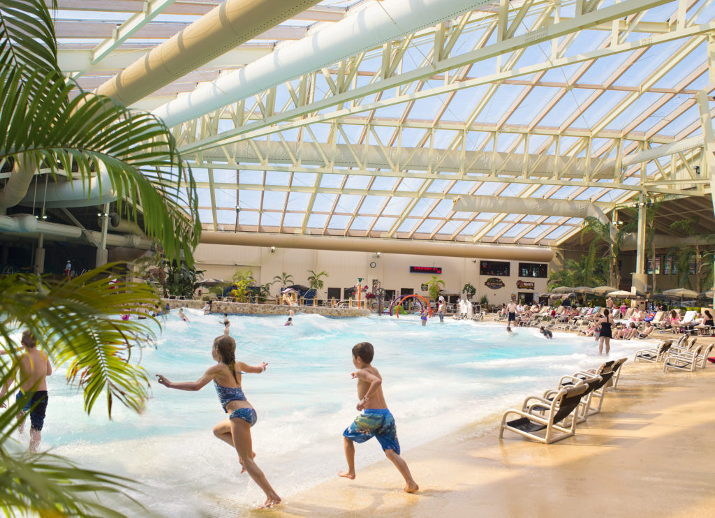 wave pool at Wilderness Resort Wisconsin Dells waterpark