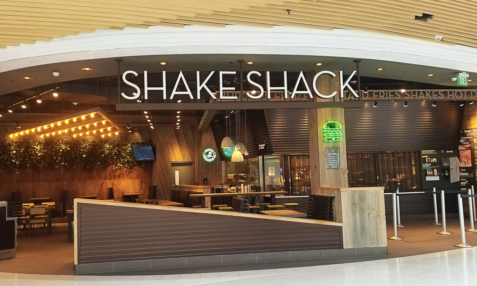 The Shake Shack is one of many mall of america restaurants.