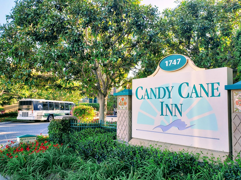 Candy Cane Inn is one of the best Disneyland hotels nearby.