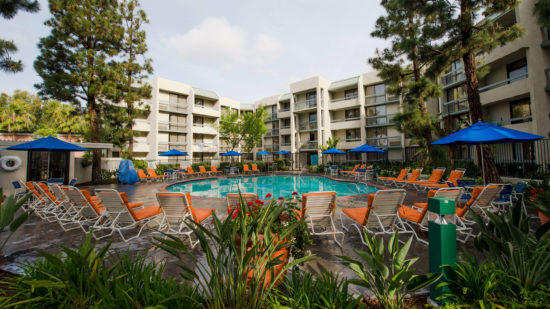 Facade view of the Howard Johnson in Anaheim, an off property Disneyland hotel that works for families